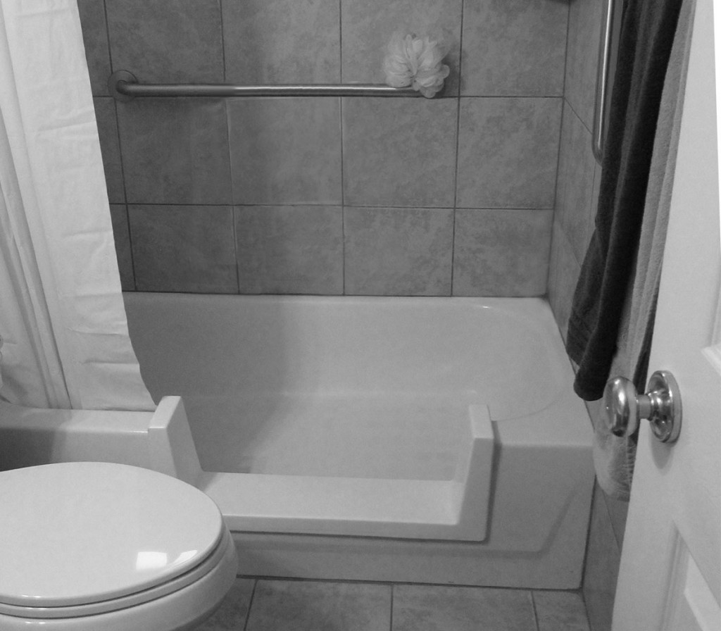 AD-Tub-Cut-With-Grab-Bar